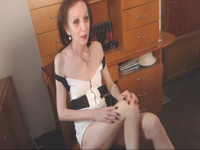 Voir le liveshow de  1SugarGranny de Cams - 24 ans - I'm an experimented lady who wants to make you fantasies come true