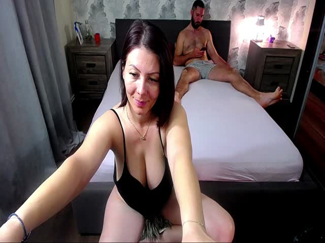 Voir le liveshow de  2whitediamonds de Cams - 24 ans - We are an open mind couple who don't have limits! Love to do all u wish , especially ass fu ...