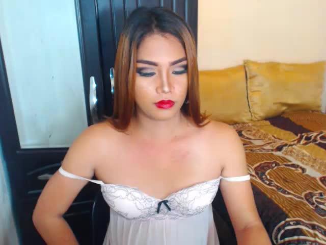 Disfruta de chats de sexo en directo 2WonderSexTS de Cams - 25 años -