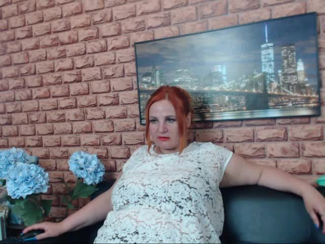 Voir le liveshow de  AmazingboobsDD de Cams - 22 ans - Very big tits here. i like to show them any time