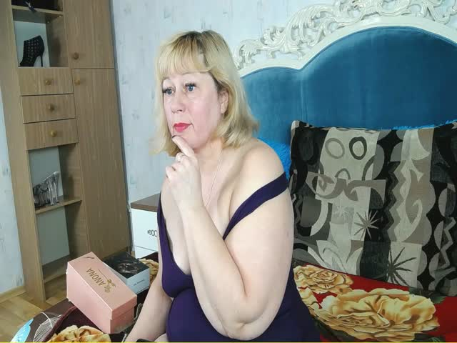 Voir le liveshow de  Annely_N de Cams - 18 ans - Hot sexy milf welcome in her sexy room