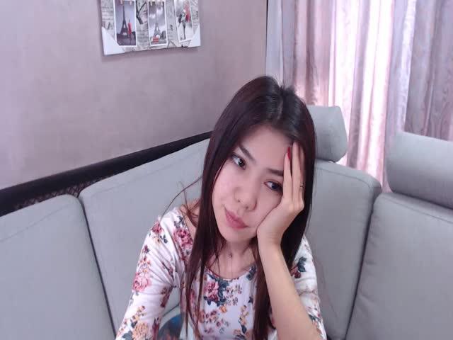 Voir le liveshow de  AlinKyuo de Cams - 21 ans -