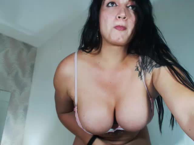Voir le liveshow de  AndreynaTS de Cams - 20 ans - Do You think I'm attractive? Well than You should see me naked... I will totally blow Your mind ...