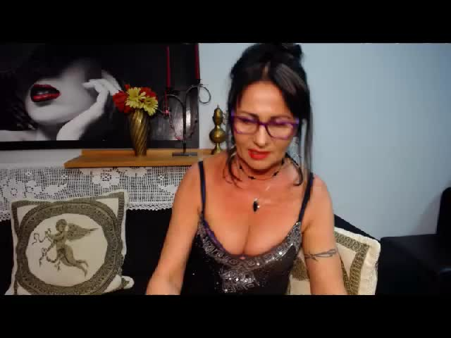 Voir le liveshow de  AgatheFantasy de Cams - 23 ans - I am here new, want to know here fuuny people liek me and have with with them . I love being on  ...