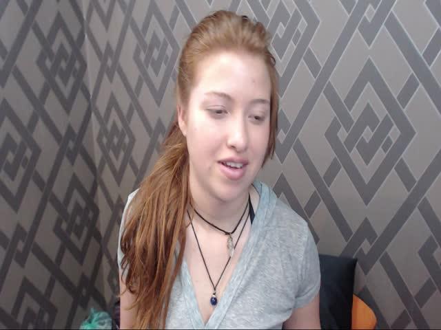 Voir le liveshow de  BelleYuriko de Cams - 21 ans -