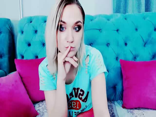 Voir le liveshow de  Blue_Iris de Cams - 21 ans -