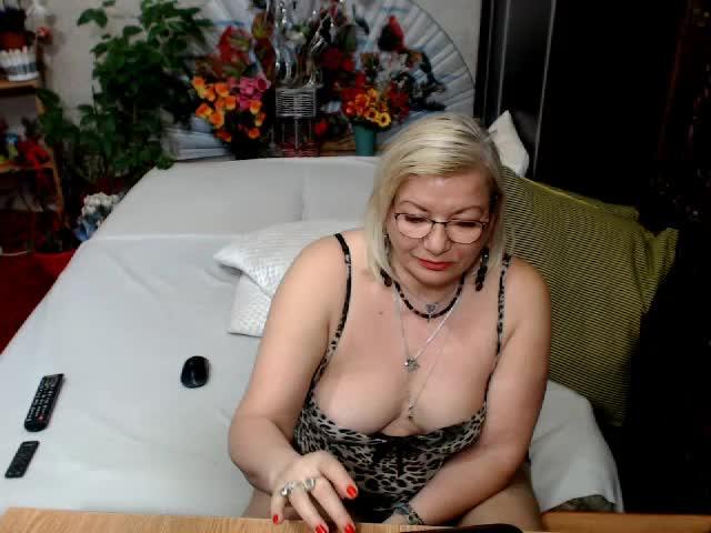Voir le liveshow de  Cristinne66 de Cams - 23 ans -