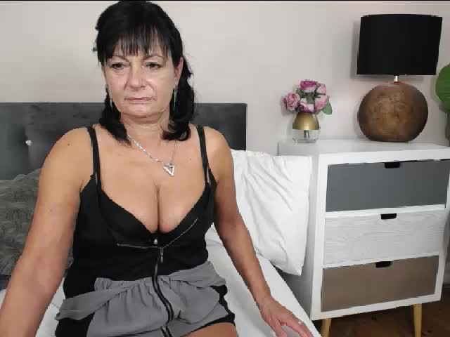 Voir le liveshow de  CrystallMATURE de Cams - 23 ans - Sexy