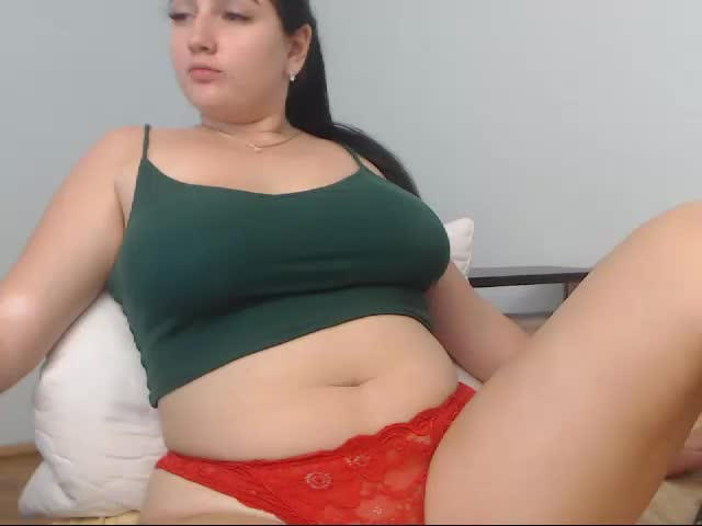 Voir le liveshow de  Defnie de Cams - 22 ans - Im hot and sexy girl
