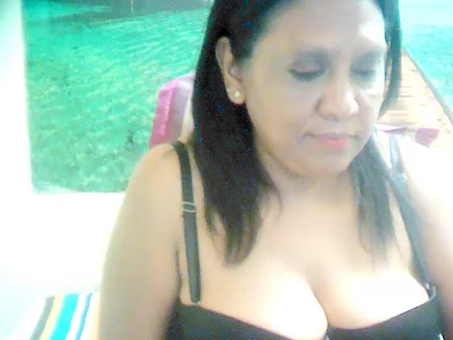 Voir le liveshow de  Erotic_Cougar de Cams - 21 ans -