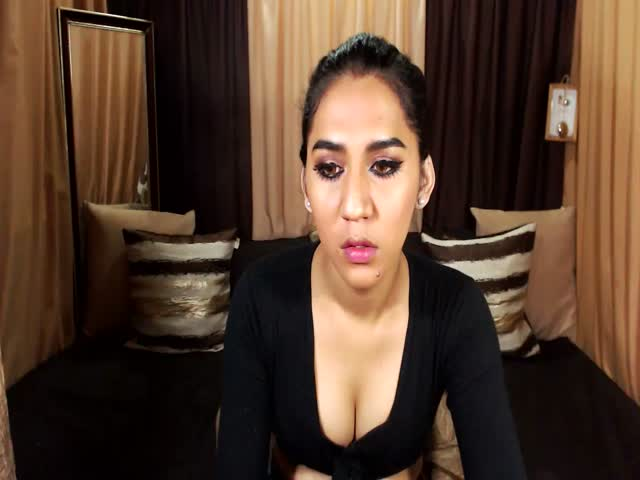 Voir le liveshow de  EmeraldxShemaleTS de Cams - 20 ans - I would love to make u happy and cum with me guys