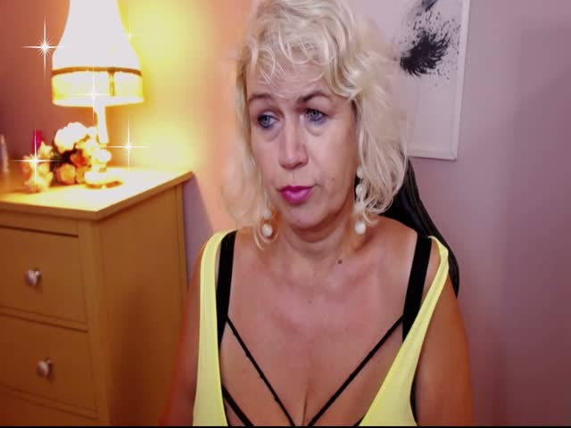 Voir le liveshow de  GoldMiranda de Cams - 20 ans - I look a man who knows how to treat a real lady , how to manage things in bed. I am a good mistres ...