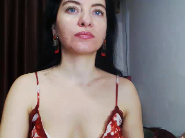 Voir le liveshow de  Giuliat4You de Cams - 20 ans - SEXY AND NICE BODY ITS THE BEST