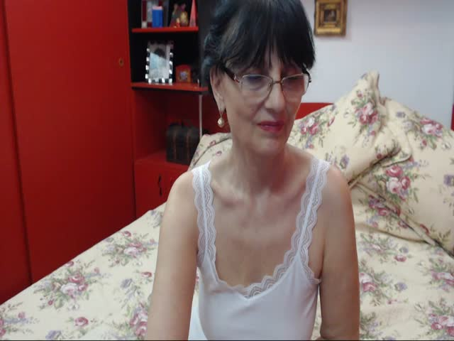 Voir le liveshow de  HotAllOver de Cams - 23 ans - I like anal with toys double penatration fisting pussy  role play almost all u like bat boys show i ...