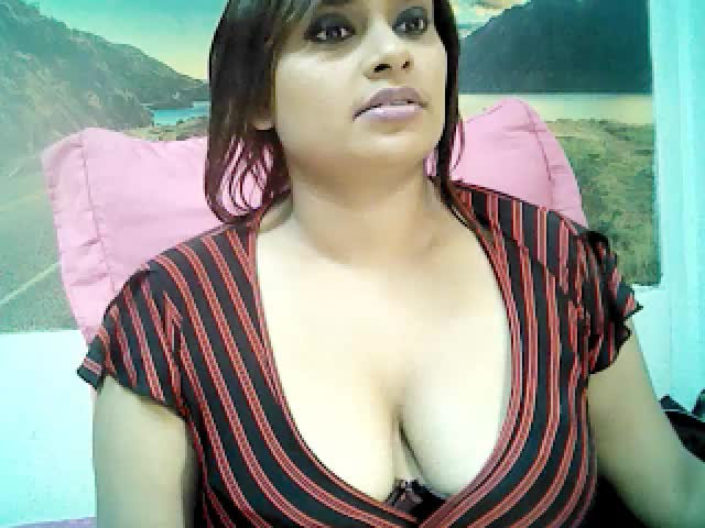 Voir le liveshow de  IndiaDharkan de Cams - 24 ans - Sexy and delicious, cum and sample my cake. Here for the taking if you can….