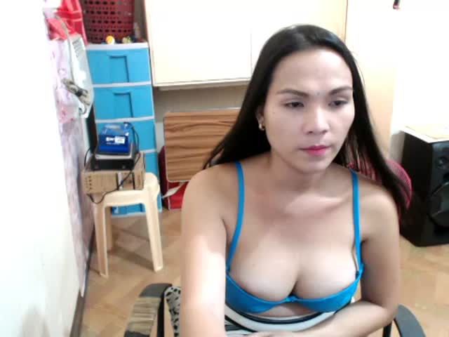Voir le liveshow de  IntensehotTS de Cams - 19 ans - I am petite TS-women from philippines i have been doing videochatting for a years now but recentl ...