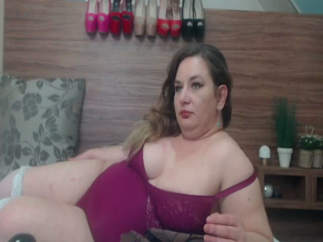 Voir le liveshow de  JolieBlonde de Cams - 23 ans - Visit my Private Room, I'm a certified entertainer, You will be in good hands :o)