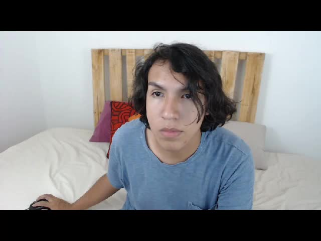 Enjoy your live sex chat JuanM from Cams - 18 years old -