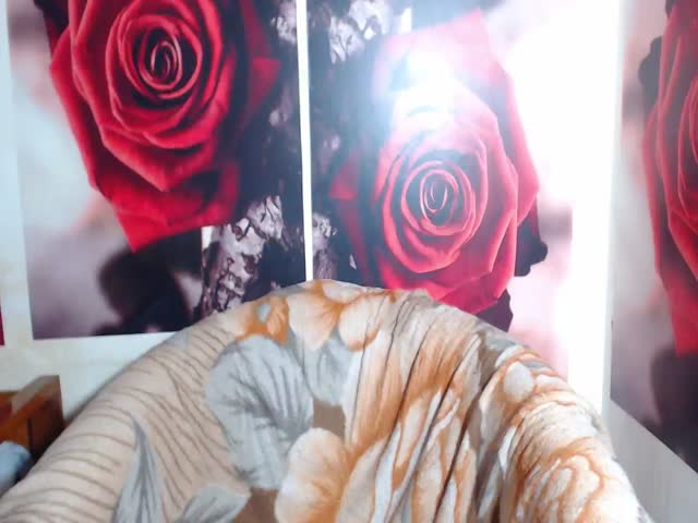 Voir le liveshow de  JustForYouu de Cams - 25 ans - I am a friendly person,a sexy and sensual women and i bat that you will melt yourself in my green  ...