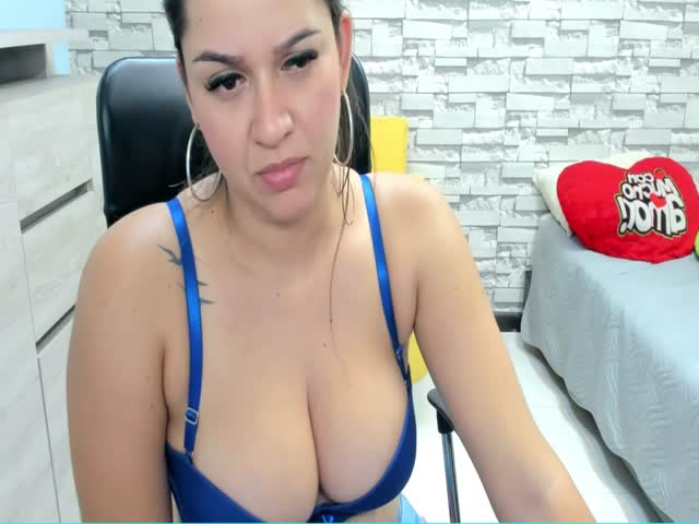 Voir le liveshow de  JesseBooty de Cams - 20 ans - Naughty Smile, Friendly, Great Body and Amazing Ass