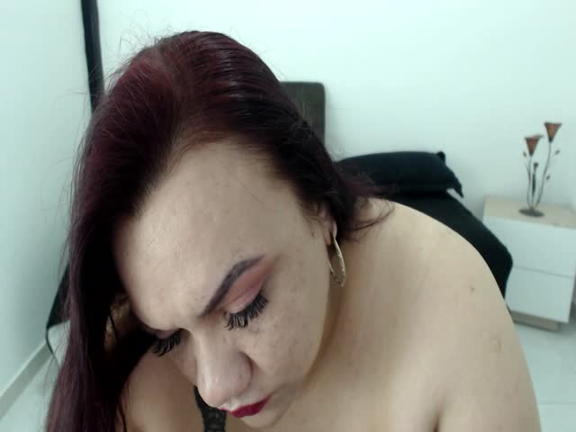 Voir le liveshow de  Kimystone de Cams - 21 ans - Im a lady with huge tits always ready for to make real your sex dreams...