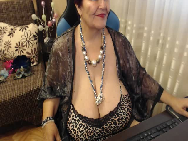 Voir le liveshow de  LadyRebecca de Cams - 25 ans - I like to  experience new hot stuff!