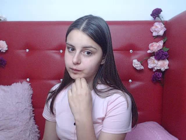 Voir le liveshow de  Lovely_sandra de Cams - 22 ans -