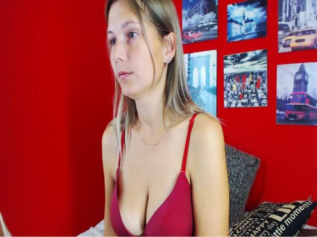 Voir le liveshow de  LendiaG de Cams - 23 ans - Xxx
