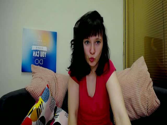 Voir le liveshow de  Lovelylinnn de Cams - 20 ans -