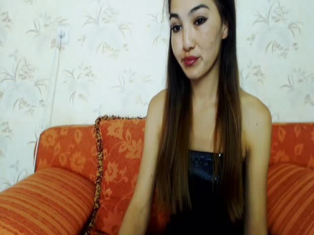 Voir le liveshow de  LollaShortSkirt de Cams - 24 ans - My Fetishes: Anal Training, Balloons, Condoms, Cum Play, Leather, Rubber / Latex / PVC, Smokin ...