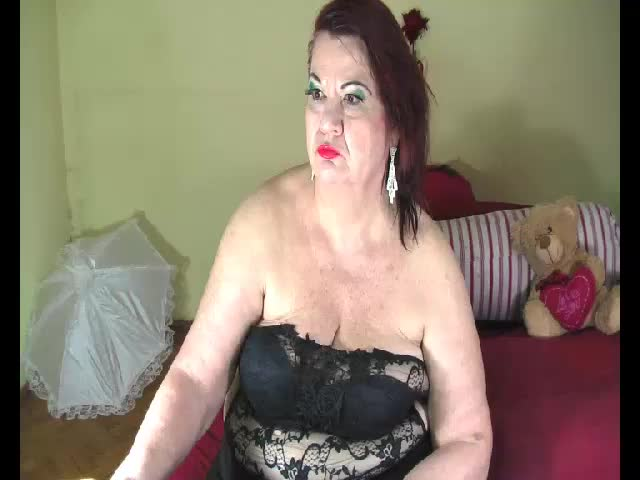 Voir le liveshow de  Lucille4you de Cams - 20 ans - I am a hot and sensual mature lady always in the mood to have fun with you on cam