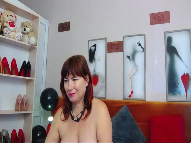 Voir le liveshow de  Malina_ de Cams - 20 ans - Sexy hot milf