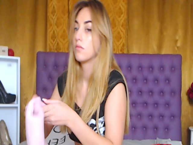 Voir le liveshow de  My_Sofia de Cams - 25 ans -