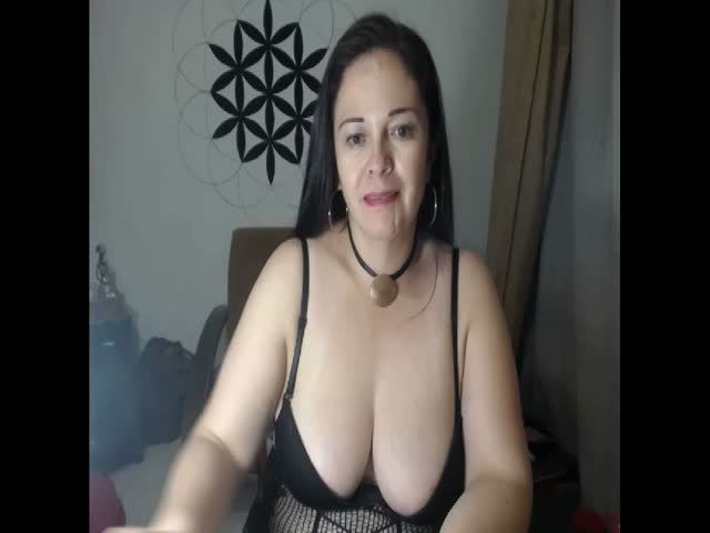 Voir le liveshow de  MatureAmyRouse de Cams - 19 ans - Mature clasy lady, always into a good mood. Just one thing! Please don t treat me like a chick, ...