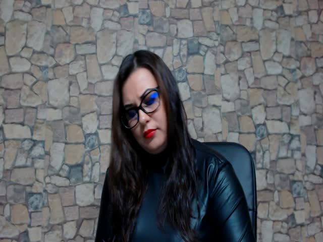 Voir le liveshow de  MistressMalice de Cams - 22 ans - I am sadistic, cruel, and demanding, yet I can also be sensual and fun. Sessions with Myself ha ...
