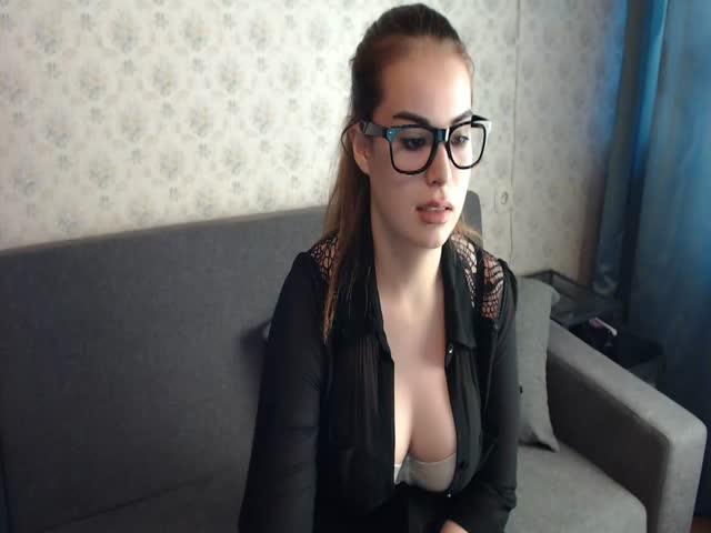 Voir le liveshow de  MiraNoxi de Cams - 20 ans -