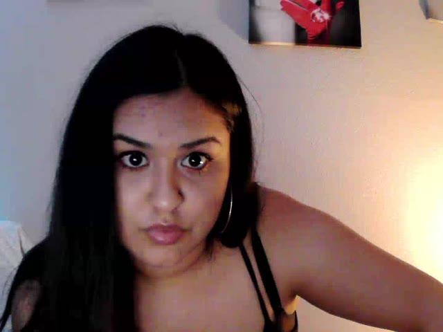 Voir le liveshow de  Miss_PrettyPussy de Cams - 18 ans -