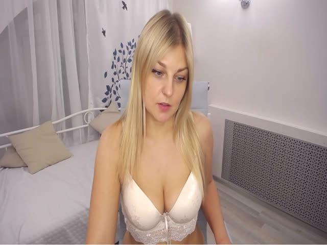 Voir le liveshow de  NickyUrGirl de Cams - 25 ans - I am young and sexy ,want to know me better i will make u happy