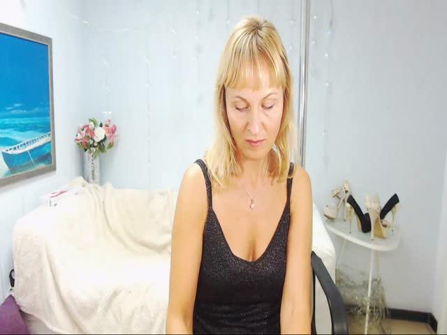 Voir le liveshow de  NatalySun de Cams - 23 ans - Experienced lovely lady, smiley, sexy, perky titts, great body