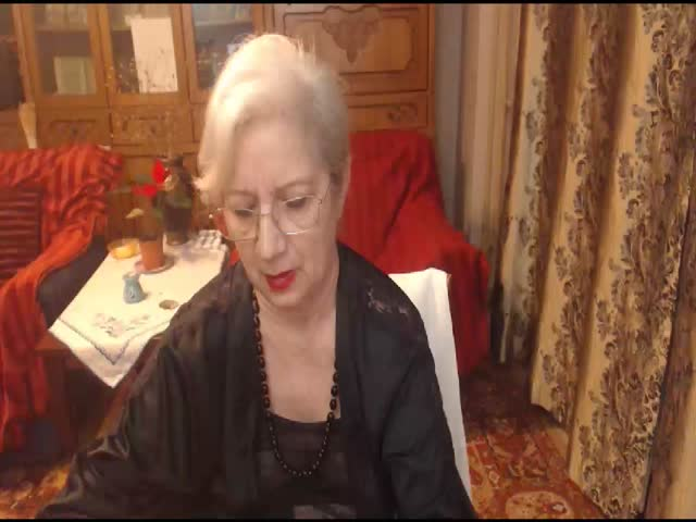 Voir le liveshow de  OneMatureCarla de Cams - 25 ans - I've been camming for a few years..I know all the good angles and how to put on a great sho ...