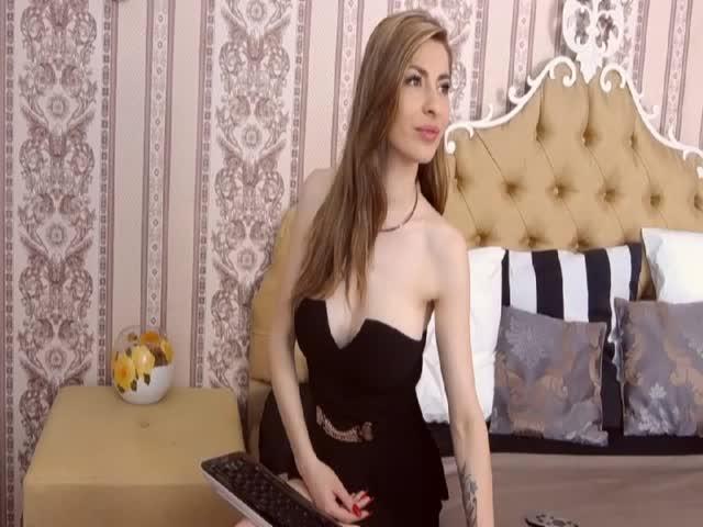 Voir le liveshow de  RavishingElissa de Cams - 24 ans -