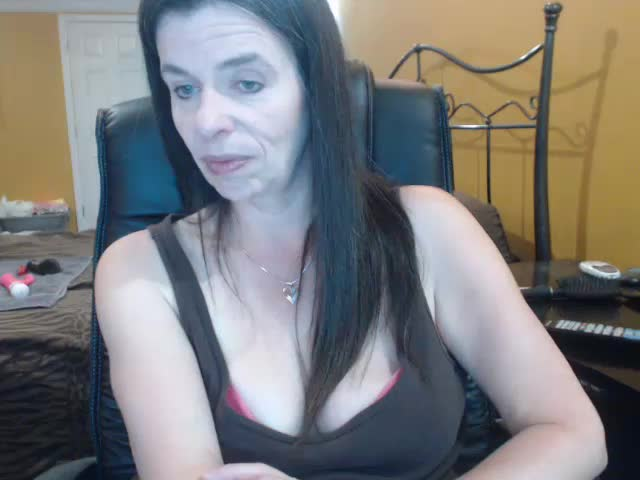 Voir le liveshow de  Roxi_Lace de Cams - 18 ans - I love being watched and it really turns me on knowing you are jacking off while watching me;) Love  ...