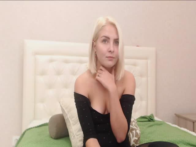 Voir le liveshow de  Sungelina de Cams - 21 ans -