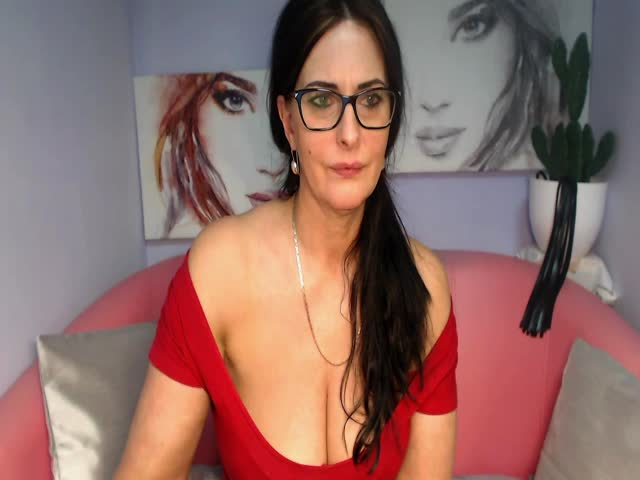 Voir le liveshow de  SophiexLive de Cams - 22 ans - I am here new, want to know here fuuny people liek me and have with with them . I love being on th ...