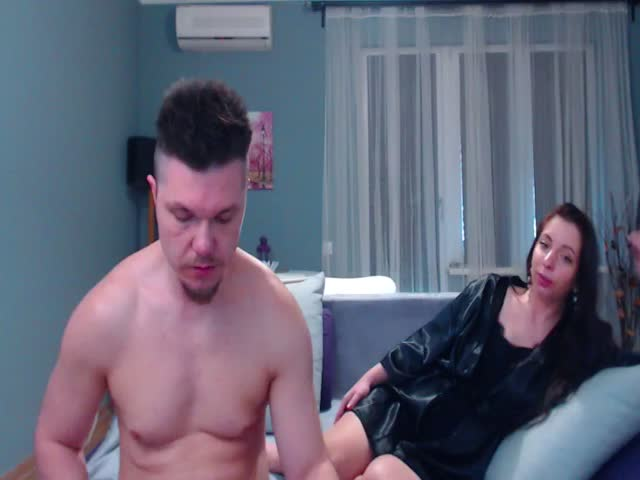Voir le liveshow de  StarsC0uple de Cams - 24 ans - We can never get enough of each other, give us a new idea how we could get even more out of oursel ...