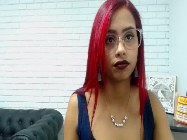 Voir le liveshow de  Sophia_well de Cams - 21 ans -