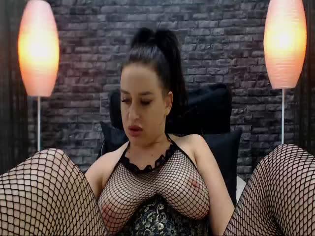 Voir le liveshow de  Sarah_Squirts de Cams - 20 ans - Perfect tits, perfect ass, godlike eyes, curvy long legs .... and a smile that kills ....