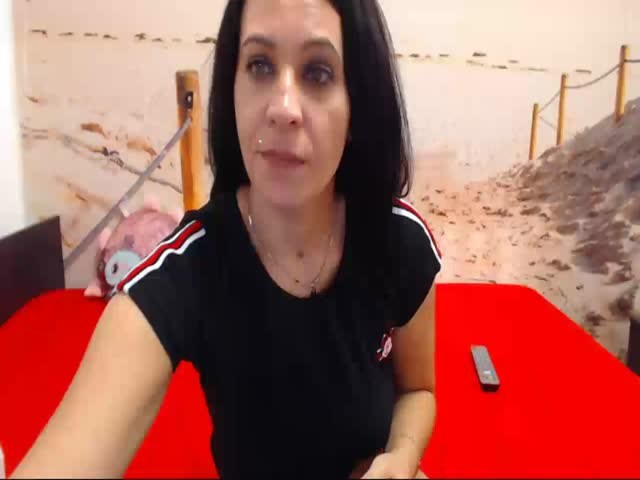 Voir le liveshow de  SugarDiamonds de Cams - 23 ans - We are 2 kinky girl that will like to play with you