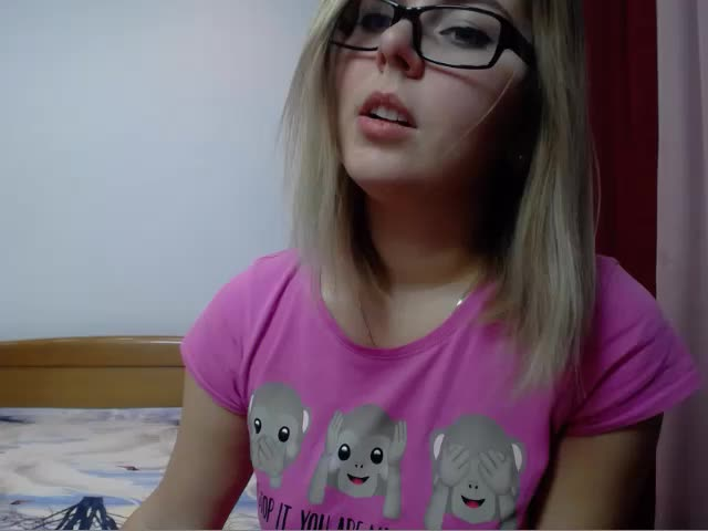 Voir le liveshow de  SabrinaCute4U de Cams - 25 ans - Will fill out later