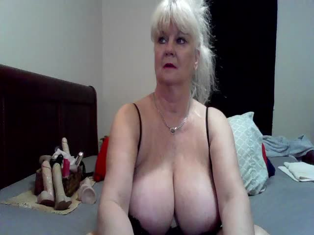 Voir le liveshow de  Tammy123 de Cams - 19 ans - My turn-ons are masturbating and dildos!!.  Sucking and fucking cock!!.  Dressing provactively and ju ...